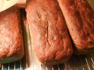 Kryddiga vörtbröd bakade på porter, julmust och smör.