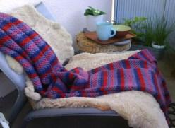 Ikeafåtöljen får bo inne på vintern och ute om sommaren.